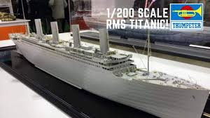 TRUMPETER SHIP MODELS 1/200 RMS TITANIC OCEAN LINER KIT WITH LED LIGHTING ( NEW )